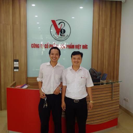 Đại diện chúng tôi cùng anh Diệu - GĐ bán hàng Dược Việt Đức