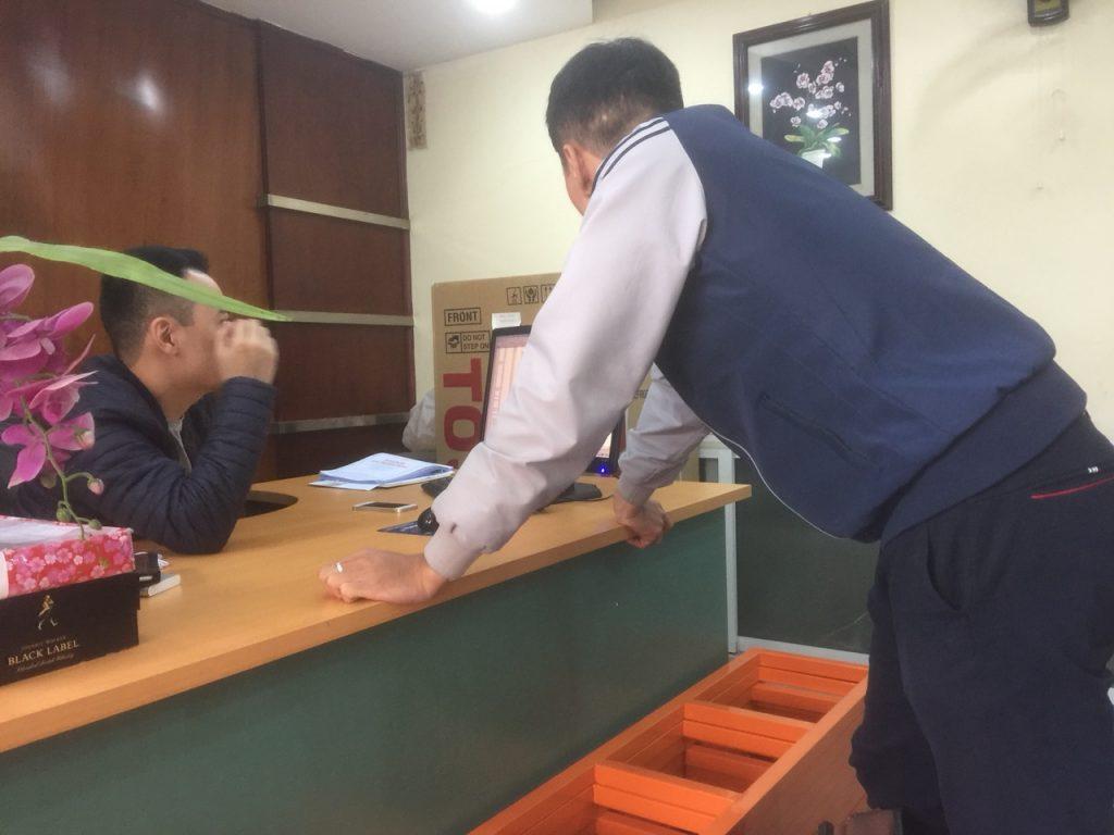 Anh Phạm Thái trong buổi triển khai dự án nhà sách Trí Tuệ
