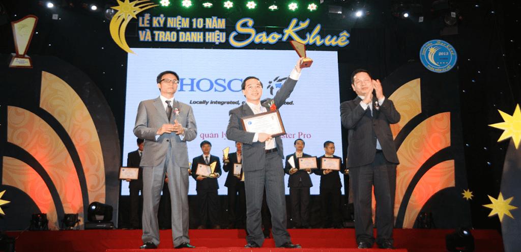 Master Pro được phó thủ tướng Vũ Đức Đam trao tặng giải thưởng Sao Khuê 3 năm liên tiếp